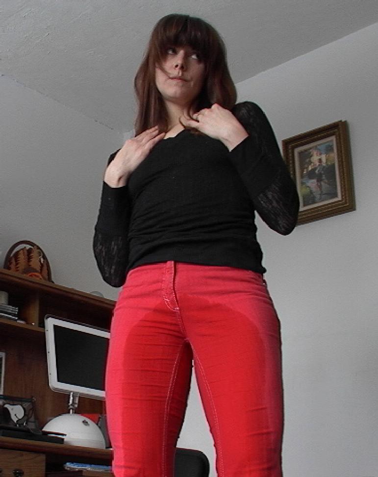 看女生尿裤子图片 女人尿裤子